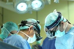 Хирургическое удаление фурункула при острогнойном тиреоидите